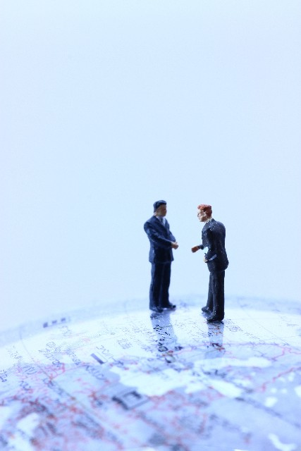 「生の英会話」に触れて学ぶリスニング教材ベスト3